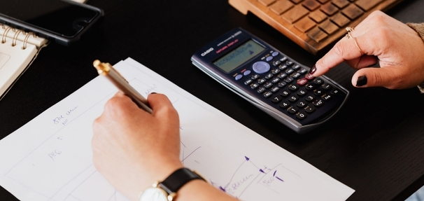 Co należy wliczyć do swoich miesięcznych zobowiązań przy określaniu zdolności kredytowej?