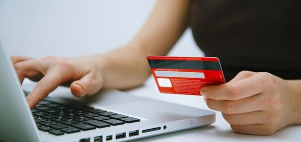 Debet czy kredyt odnawialny? - dodatkowe pieniądze na wyciągnięcie ręki