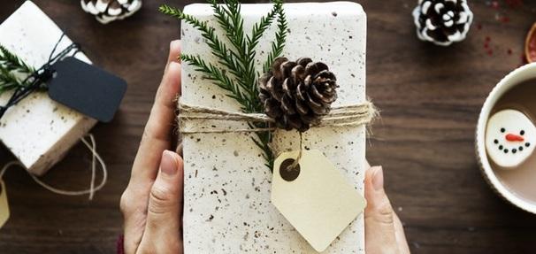 Jakie sztuczki stosują sprzedawcy przed Świętami? To dlatego kupujesz więcej!